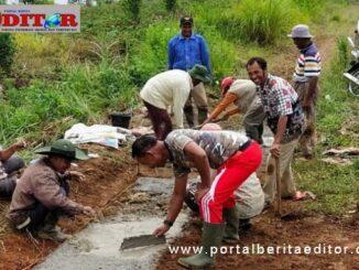 Gotong royong membangun jalan pertanian di Bukik Sileh.