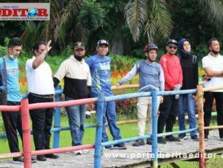 Kadisbudpar Kota Pariaman saat mengunjungi salah satu obyek wisata.