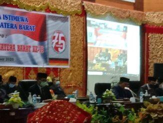 Ketua DPRD Sumbar Supardi saat memimpin Rapat Pariourna istimewa memperingati Hari Jadi Sumatera Barat ke 75