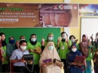 Nevi Zuarina bersama guru dan peserta Bimtek.