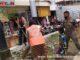 Pelanggar Perda Sumbar nomor 6 diberi sanksi membersihkan sarana umum sekitar Pasar Padang Panjang.