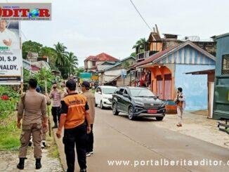 Penertiban APK Paslon Gubernur Sumbar di Mentawai.