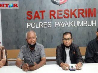 Pengurus PWI Payakumbuh - 50 Kota saat melapor ke polisi.
