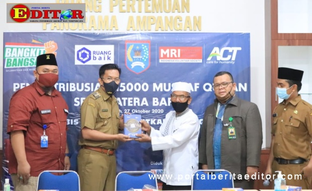 Penyerahan 1500 mushaf Alquran dari Yayasan Ruang Baik kepada Pemko Payakumbuh.
