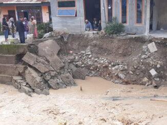 Salah satu rumah warga yang terdampak banjir bandang di Nagari Pasir Talang Sako Utara, Kec Sungai Pagu, Solsel.