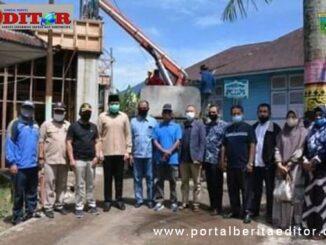 Walikota Padang Panjang, Fadly Amran dan Wawako Asrul, didampingi Kepsek SMAN-1, Sefriadi, ketua komite sekolah, Syahrial dan beserta alumni.
