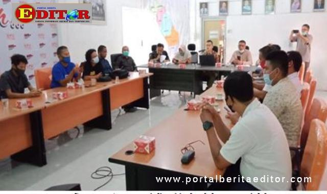 Sosialisasi jadwal dan materi debat di KPU Pessel.