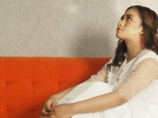 Adiba Cahya, penyanyi lagu Kesan di Matamu.