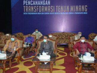 Gubernur Irwan Prayitno pada Pencanangan Tranformasi tenun Minang.