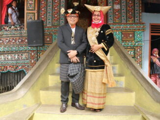 Jasman Rizal bersama istri.