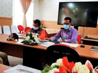 Jubir tim gugus tugas covid 19 Mentawai bersama kalaksa BPBD kepulauan Mentawai saat konferensi pers diruagan rapat kantor Bupati..