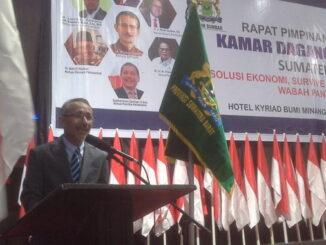 Ketua Kadinda Sumbar, Ramal Saleh saat membe ri sambutan.