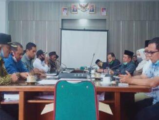 Masyarakat Sumpur Kusdus di DPRD Tanah Datar.