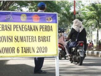 Operasi penegakan Perda Sumbar No. 6 Tahun 2020 di Batusangkar.