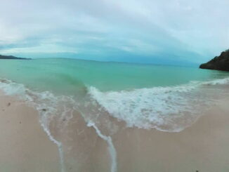 Pantai pasir putih di sepanjang kawasan pesisir sebelah barat, Kecamatan Bontosikuyu.