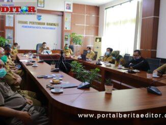 Rapat penyampaian nota penjelasan APBD Kota Payakumbuh 2021 dan perobahan RPJM Payakumbuh 2017 - 2022 oleh Sekdako Ridha Ananda.
