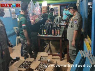 Ratusan botol miras berhadil di amankan tim 7 Payakumbuh dari kedai RS.