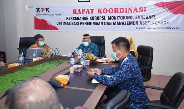 Tim KPK RI saat Rakor bersama Wakil Walikota dan Sekda Kota Sawahlunto.