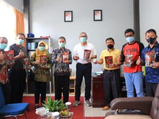 Wako Payakumbuh bersama Kepala BPOM Padang di Sentra UKM Randang.