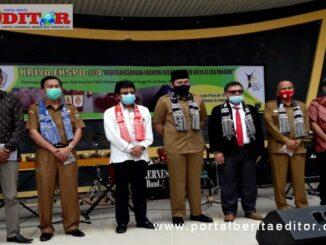 Walikota Fadly Amran foto bersama Purek-1 ISI, Dr. Andra Indra Sastera dan lainnya pada Kriya Ekspo#4 di PDIKM Padang Panjang.