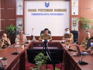 Wawako Payakumbuh dengarkan pandangan umum frakasi DPRD Payakumbuh terhadap RAPBD Payakumbuh 2021.