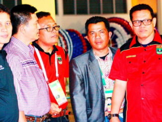 Almarhum Sabeum bersama Syahrial Bkahtiar dan penggiat olahraga lainnya.