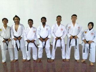 Firdaus bersama karateka Lemkari Bengkulu.