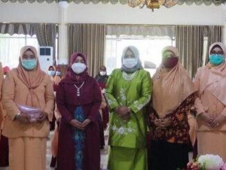Foto bersama usai pertemuan DWP Kota Pariaman.