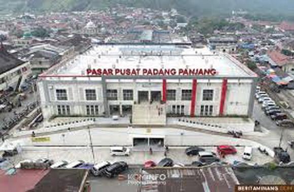 Pasar Pusat Kota Padang Panjang.