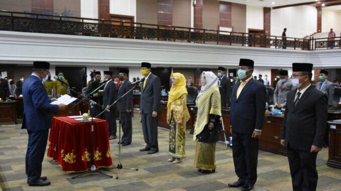 Pelantikan 7 Anggota PAW DPRD Sumbar.