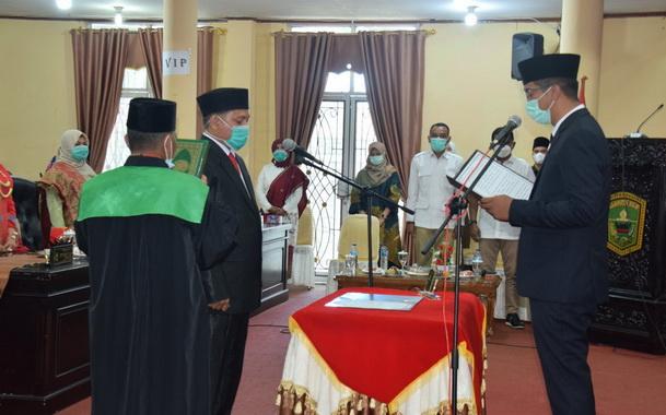 Pengambilan sumpah dan janji Madra Indriawan sebagai anggota PAW DPRD Kab. Solok.