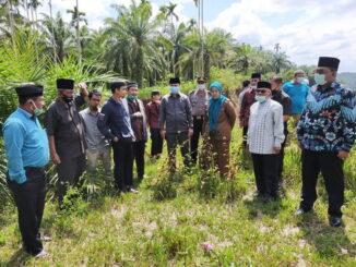 Peninjauan lokasi pembangunan perguruan tinggi Islam di Puduang nagari Bawan, kecamatan Ampek Nagari, Agam.