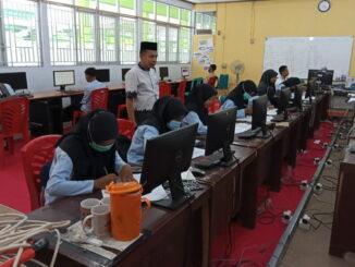 Peralatan belajar di sekolah untuk 25 siswa selama pandemi.
