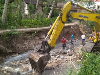 Perbaikan tebing sungai Batang Lawe.