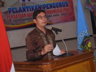 Walikota Sawahlunto saat memberi sambutan Pelantikan PWI.