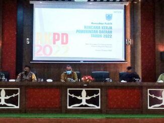 Bupati Kabupaten kepulauan Mentawai Yudas Sabaggaletsaat memimpin Rapat konsultasi publik RKPD tahun 2022,