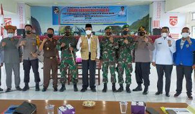 Foto bersama forkopimda dengan bupati usai pembukaan forum konsultasi publik rancangan awal RKPD Kabupaten Limapuluh Kota tahun 2022.