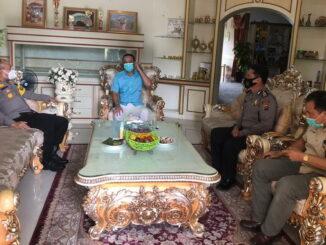 Kapolres Sijunjung, AKBP. Andry Kurniawan bersilaturahmi dengan Cabup Benny Dwifa Yuswir di kediaman di jorong Kampung Baru Nagari Sijunjung.