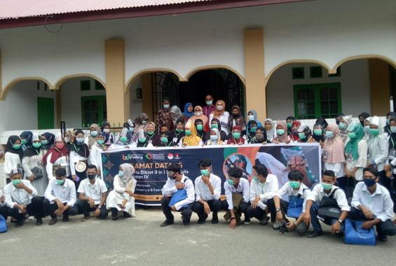 Peserta Pelatihan Batik Tulis Desa Rambai,kecamatan Pariaman Selatan kota Pariaman.