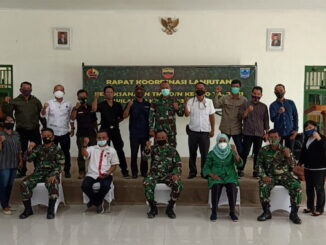 Photo bersama Insan Pers, di Aula Makodim 0319 Mentawai, menjelang dilaksanakan TMMD ke- 110 Di Kabupaten kepulauan Mentawai.