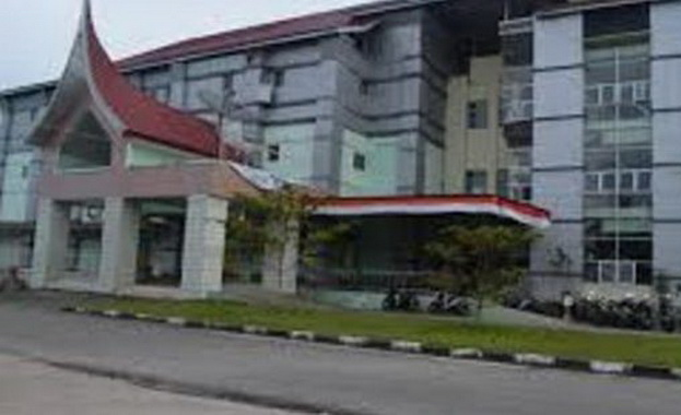 RSUD Padang Pariaman di Parit Malintang salah satu pembangunan yang monumental semasa duet Ali Mukhni sebagai Wakil Bupati Muslim Kasim (2005-2010) dan sebagai Bupati Padang Pariaman dua periode (2010-2020).