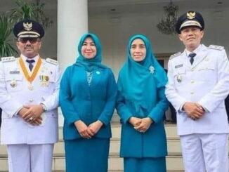 Benny Utama dan Sabar AS bersama istri.