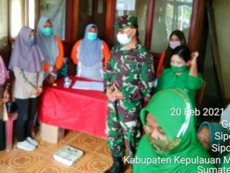 Dandin Letkol Czi Bagus Madyanto saat menyerahkan bantuan.