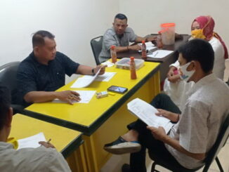 Firdaus Ilyas bersama pengurus Korgoro Padang lainya.