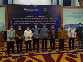 Foto bersama usai rapat TPID.