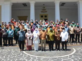 Foto bersama usai serah terima jabatan Gubernur Sumbar.