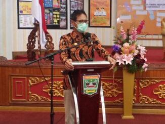 Gubernur Irwan Prayitno saat membuka bimtek.
