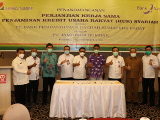 Gubernur bersama pimpinan Jamkrida Sumbar.