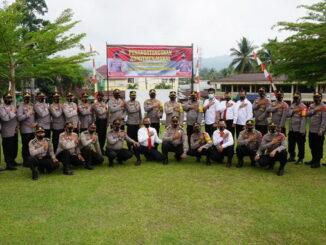 Kapolres Sijunjung, AKBP. Andry Kurniawan, S. Ik, M. Hum foto bersama dengan para Kasat dan Kapolsek selepas penandatanganan komitmen moral.