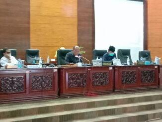 Ketua DPRD Sumbar saat memimpin rapat paripurna pansus atas Kegiatan PT Balairung Tahun 2018-2020